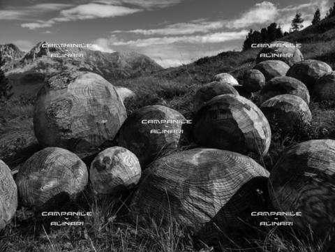 """AAC-F-009407-0000 - Val di Fiemme 16651, Pampeago, Parco d'Arte RespirArt, """"Una valanga di bolle di pensieri"""" (2012) opera di Thorsten Schutt"""