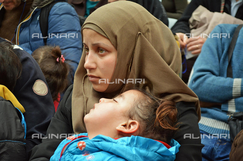 AAE-S-010491-2354 - Migrants: Syrian refugees who arrived at Fiumicino airport through a humanitarian corridor - Data dello scatto: 29/02/2016 - © ANSA under licence Archivi Fratelli ALINARI