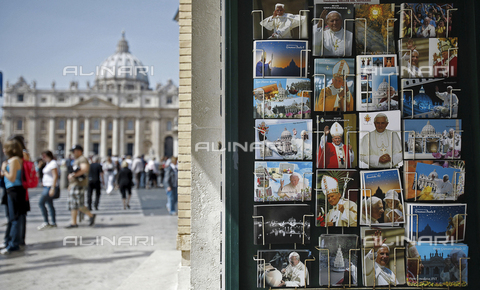 AAE-S-417314-8591 - Postcards depicting Pope John Paul II and Pope Benedict XVI for sale near St. Peter's Square, Rome - Data dello scatto: 04/04/2011 - ALESSANDRO DI MEO / © ANSA under licence Archivi Fratelli ALINARI