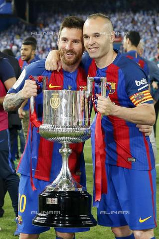 AAE-S-44ce98-af2d - Barcelona captain Andres Iniesta and striker Lionel Messi pose with the cup won at the final of the King's Cup between FC Barcelona and Deportivo Alaves at the Vicente Calderon Stadium, Madrid - Data dello scatto: 27/05/2017 - EPA / Mariscal / © ANSA under licence Archivi Fratelli ALINARI
