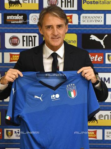AAE-S-6307ce-7cc0 - The new coach of the Italian soccer team Roberto Mancini during his first press conference at the sports center in Coverciano, Florence - Data dello scatto: 15/05/2018 - CLAUDIO GIOVANNINI / © ANSA under licence Archivi Fratelli ALINARI