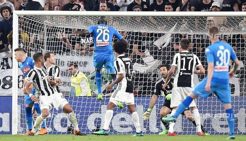 AAE-S-8d5974-e703 - Kalidou Koulibaly from Napoli scores the goal (0-1) during the Serie A Juventus - Napoli match at the Allianz stadium in Turin - Data dello scatto: 22/04/2018 - ALESSANDRO DI MARCO / © ANSA under licence Archivi Fratelli ALINARI