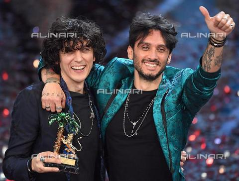 AAE-S-d367fc-8217 - The Italian singers Ermal Meta and Fabrizio Moro celebrate on stage after winning the 68th Festival of the Italian Song of Sanremo - Data dello scatto: 11/02/2018 - CLAUDIO ONORATI / © ANSA under licence Archivi Fratelli ALINARI