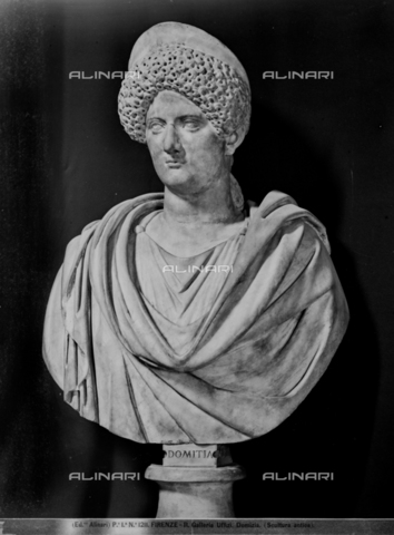 ACA-F-001211-0000 - Bust of the Empress Domitia, marble, Roman art of the first century, Uffizi Gallery, Florence - Data dello scatto: 1890 ca. - Archivi Alinari, Firenze
