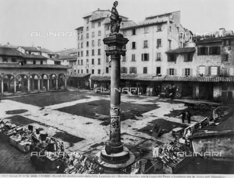 ACA-F-002438-0000 - The piazza del Mercato Vecchio, today's piazza della Rebubblica, in Florence