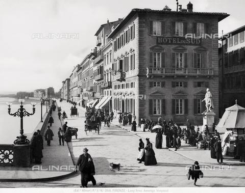 ACA-F-002518-0000 - View of Lungarno Amerigo Vespucci in Florence.