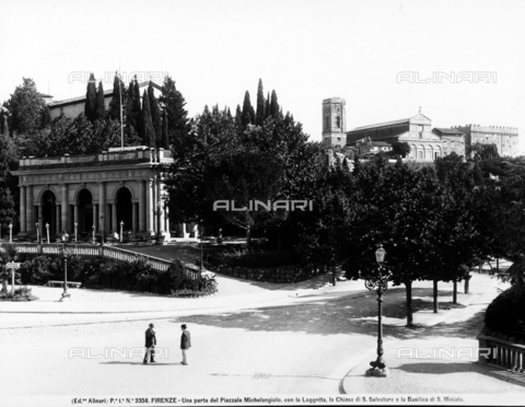 ACA-F-003356-0000 - Partial view of Piazzale Michelangelo. The gallery, the Church or San Salvatore and the Basilica of San Miniato are in the background. Two men are chatting on the street.