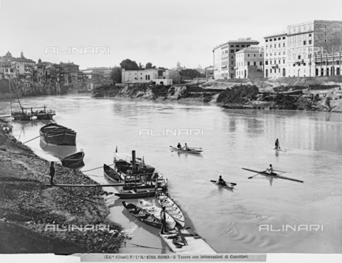 ACA-F-006760-0000 - The Tiber in Rome with rowers and canoes moored