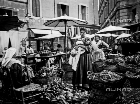 ACA-F-006992-0000 - The herb market, Campo de'Fiori, Rome. Chests full of herbs and some umbrellas to protect the stalls.