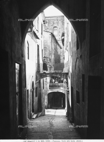 ACA-F-009624-0000 - Vicolo delle Scotte. Section of the old Ghetto in Siena