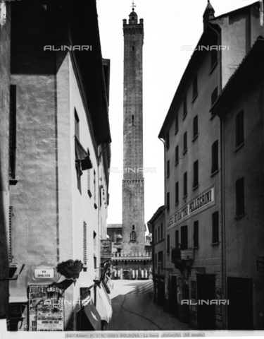 ACA-F-010685-0000 - The Asinelli Tower in Bologna