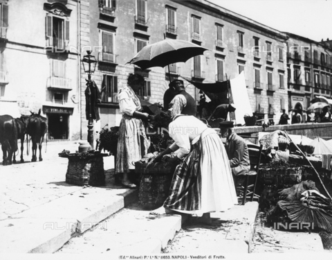 ACA-F-011653-0000 - Fruit sellers in Naples