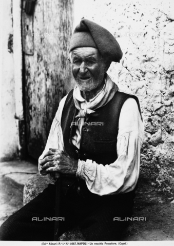 ACA-F-011667-0000 - An elderly fisherman photographed in Capri