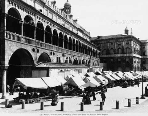 ACA-F-012317-0000 - The Palazzo della Ragione, known as the Salone, Padua