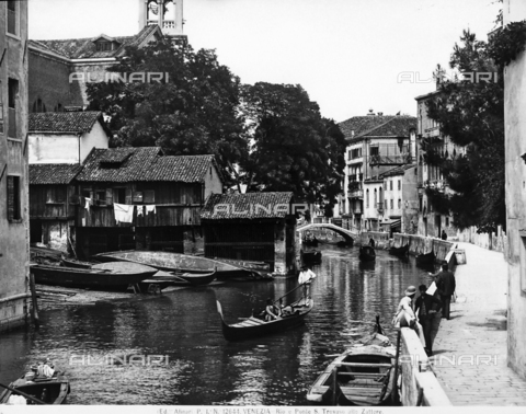 ACA-F-012644-0000 - The San Trovaso Canal in Venice, with a bridge in the background