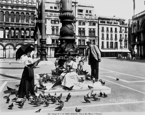 ACA-F-012934-0000 - St. Mark's Square. The pigeons