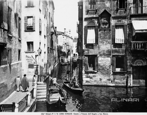 ACA-F-012988-0000 - View with people of the Rio dell'Angelo at San Marco in Venice