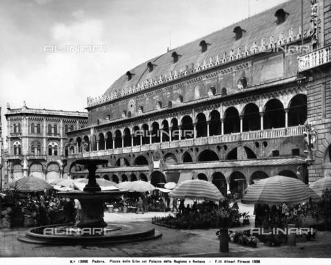 ACA-F-013996-0000 - The Palazzo della Ragione, known as the Salone, Padua