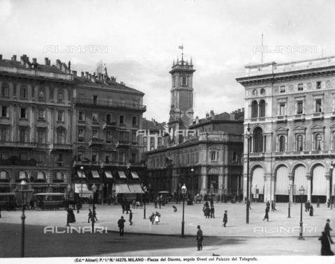 ACA-F-014275-0000 - Piazza del Duomo in Milan, with the Telegraph Building
