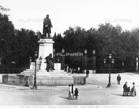 ACA-F-014279-0000 - Monument to Cavour, Piazza Cavour, Milan