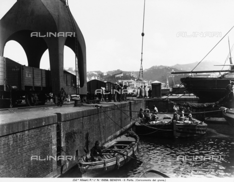 ACA-F-015056-0000 - Men that load sacks of grain onto the ships at the Genoa port