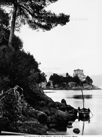 ACA-F-015210-0000 - The inlet of Paraggi, locality near Santa Margherita Ligure, with a moored boat near a rock. A small town on the sea is visible in the background.