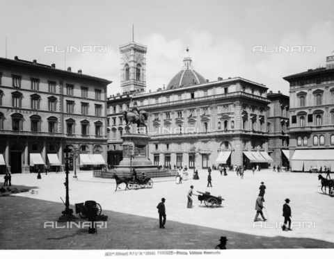 "ACA-F-017043-0000 - View of Piazza della Repubblica, formerly Vittorio Emanuele II with monument of the same names (located since 1932 in the piazza opposite le Cascine), Florence. The coffee ""Pastry Luigi Gilli"" in the old location in Via degli Speziali"