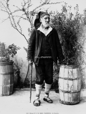 ACA-F-019855-0000 - Portrait of an elderly man in traditional Sicilian dress; Taormina, Messina