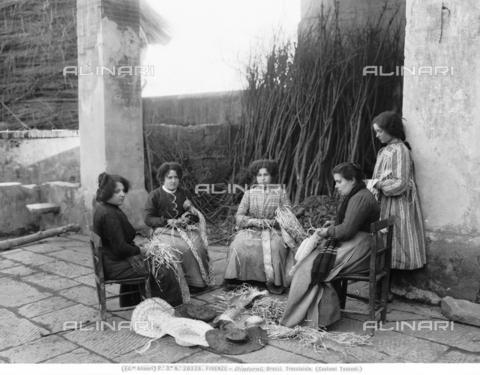 ACA-F-020328-0000 - Florentine women braiding straw