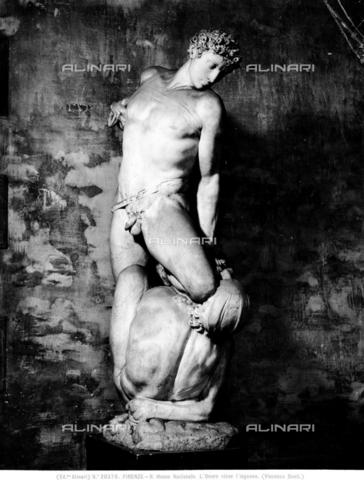 ACA-F-020378-0000 - L'Onore che vince l'Inganno, marmo, Vincenzo Danti (1530-1576), Museo Nazionale del Bargello, Firenze - Data dello scatto: 1920-1930 ca. - Archivi Alinari, Firenze