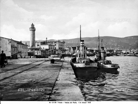 ACA-F-021178-0000 - View of the port of Trieste with some moored boats.