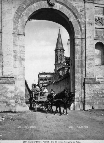 ACA-F-021437-0000 - The arch of Porta San Pietro in Perugia. A cart pulled by horses is in the foreground.