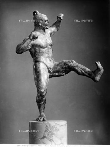 ACA-F-023948-0000 - Statua di lottatore. Reperto archeologico proveniente da Anzio e conservato al Museo del Louvre di Parigi - Data dello scatto: 1908 - Archivi Alinari, Firenze