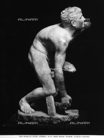 ACA-F-024235-0000 - Statua di discobolo collocato al Museo Archeologico Nazionale di Atene - Data dello scatto: 1920-1930 ca. - Archivi Alinari, Firenze