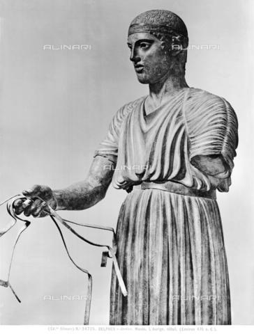 ACA-F-024725-0000 - Particolare del busto dell'Auriga di Delfi, conservato nel Museo Archeologico di Delfi, in Grecia - Data dello scatto: 1920-1930 ca. - Archivi Alinari, Firenze