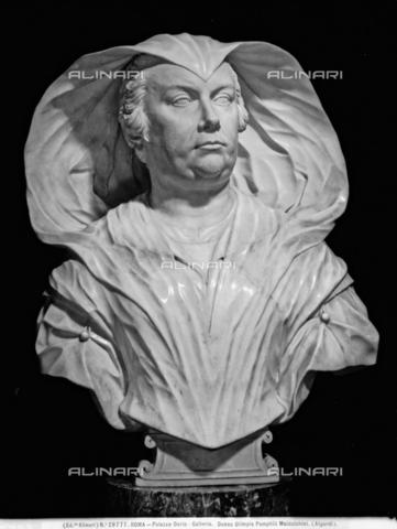 ACA-F-029777-0000 - Busto di Olimpia Maidalchini Pamphilj, marmo, Alessandro Algardi (1598–1654), Galleria Doria Pamphilj, Roma - Data dello scatto: 1920-1930 ca. - Archivi Alinari, Firenze