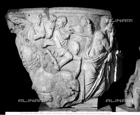 ACA-F-029889-0000 - Fragment of round base with hunting scene, Ancient art, Gregorian Profane Museum (formerly the Lateran Museum), Vatican Museums, Vatican City - Data dello scatto: 1920-1930 ca. - Archivi Alinari, Firenze