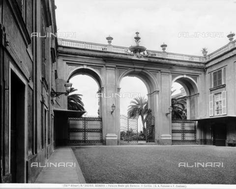 ACA-F-030203-0000 - Il cortile di Palazzo Reale o Palazzo Stefano Balbi già Durazzo, Genova - Data dello scatto: 1920-1930 ca. - Archivi Alinari, Firenze