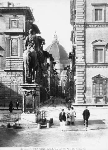 ACA-F-031017-0000 - Equestrian monument to Ferdinando I, Piazza Santissima Annunziata, Florence