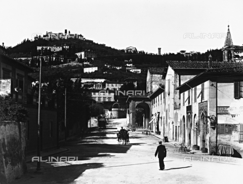 ACA-F-03257V-0000 - The Via di San Domenico which leads to the hill of Fiesole, Florence