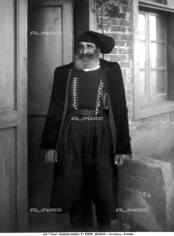 ACA-F-032635-0000 - Vittorio Alinari's first trip: man from Iglesias in traditional clothes - Date of photography: 26/05-12/06/1913 - Alinari Archives-Alinari Archive, Florence