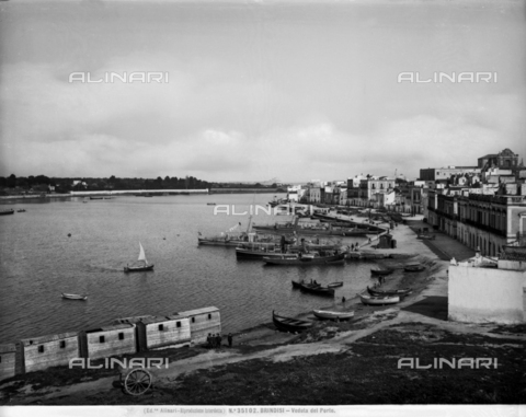 ACA-F-035102-0000 - Brindisi. View of the harbour