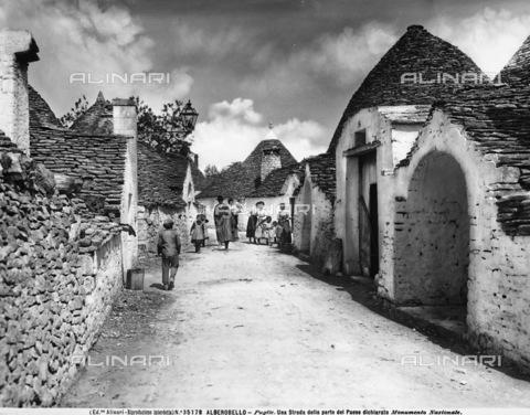 ACA-F-035178-0000 - A street in Alberobello