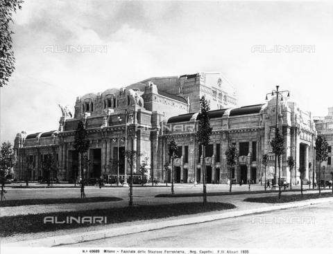 ACA-F-040689-0000 - Central train station in Milan, designed by Ulisse Stacchini.