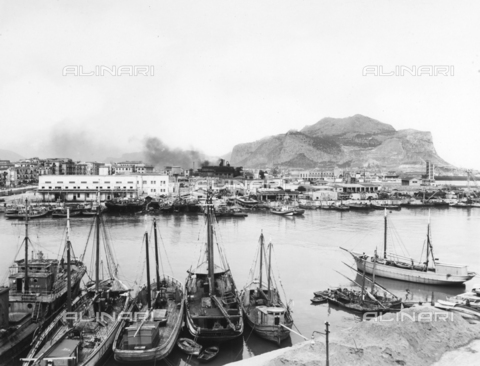 ACA-F-050787-0000 - View of the port of Palermo