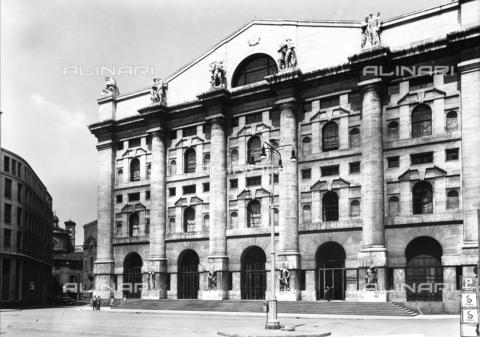 ACA-F-051668-0000 - Il Palazzo della Borsa, Milano - Data dello scatto: 1955 ca. - Archivi Alinari, Firenze