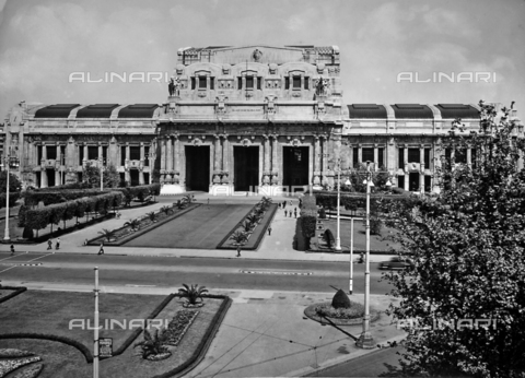 ACA-F-051687-0000 - Central train station in Milan, designed by Ulisse Stacchini.
