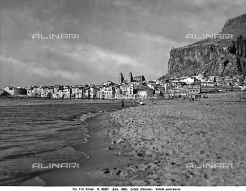 ACA-F-055357-0000 - Panoramic view of Cefalù from the beach