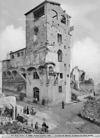 ACA-F-055609-0000 - Second World War: the tower of Mannelli mouth of the Ponte Vecchio in Florence damaged by the explosion of mines. This photograph was part of the Brogi Collection, but now merged into the Alinari collection