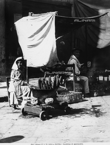 ACA-F-11654A-0000 - Corn and vegetable hawkers in Naples